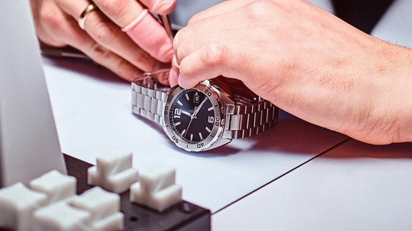 Mengenal Istilah Grafir Dial Pada Jam Tangan